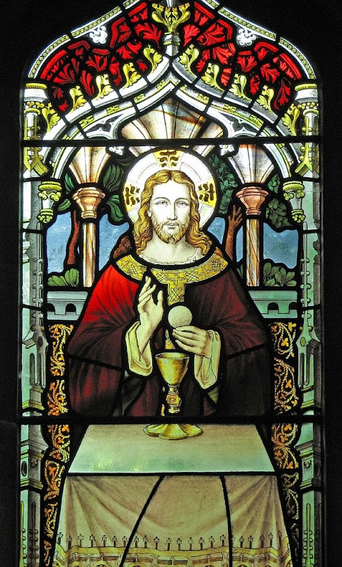 Eucharistic Christ_stained glass_Lawrence OP