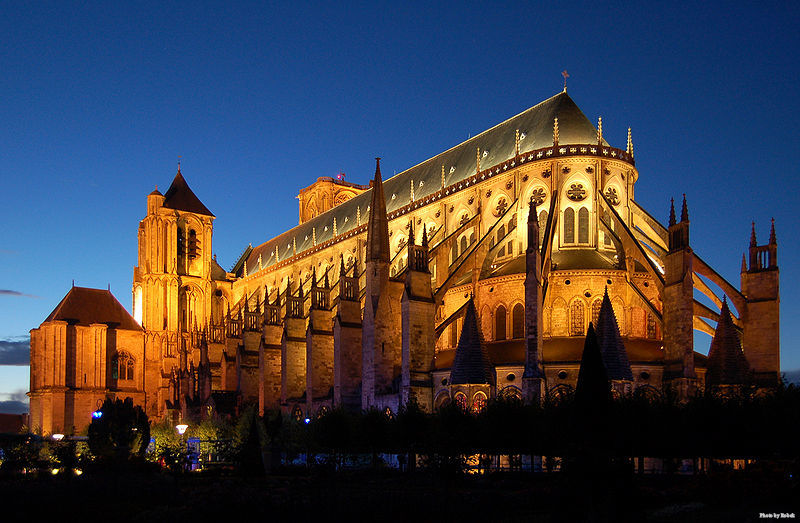 800px-Kathedrale_Bourges_v2