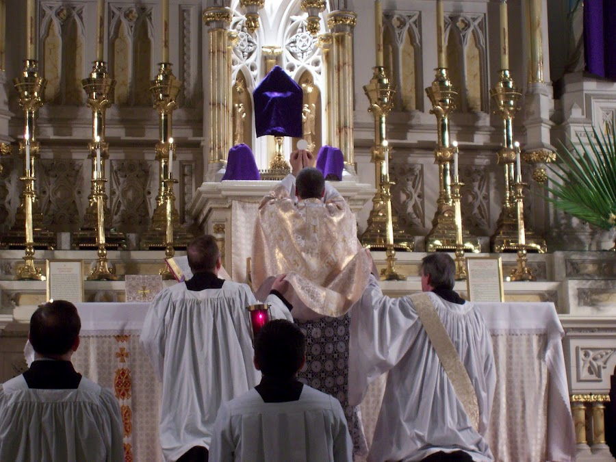 http://www.traditionalcatholicpriest.com/wp-content/uploads/2014/04/Holy-Thursday.jpg