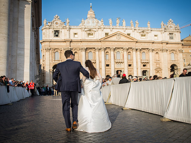 Married-couple-in-St-Peter-s-Square-October-2014