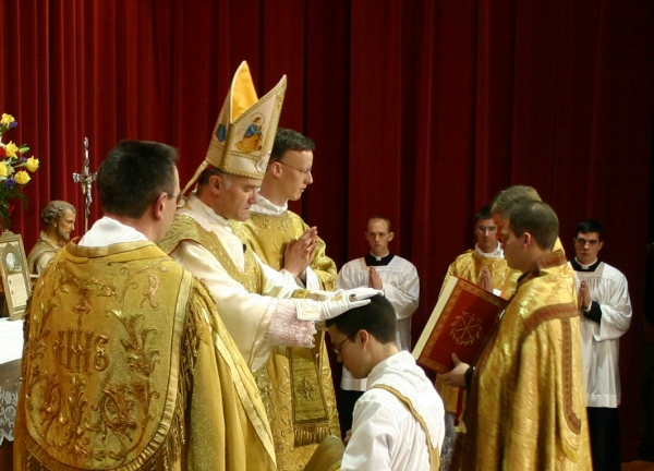 SSPX Ordination_imposition_of_hands